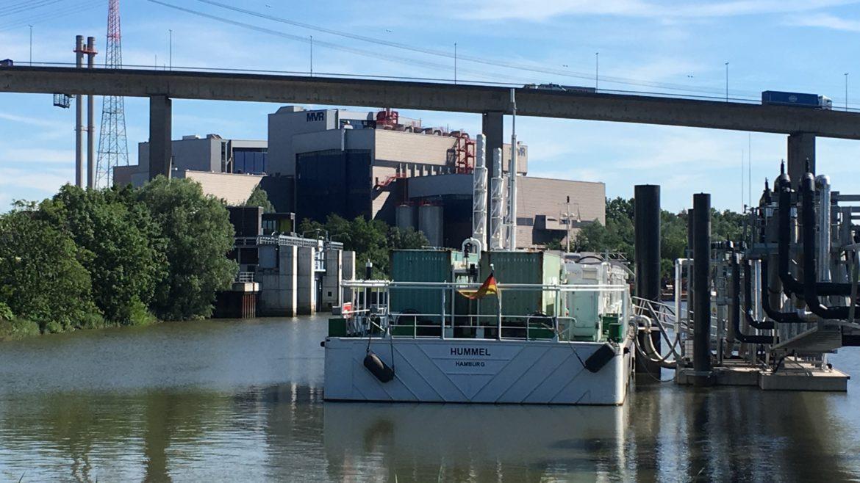 LNG-Barge zu Wasser